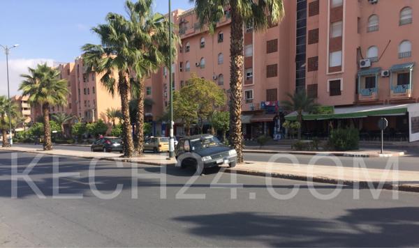 طريقة جديدة لركن السيارات في الممنوع وسط الشارع العام بمراكش + صورة