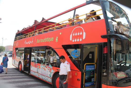 حافلات سياحية كهربائية بمراكش وهذه هي الشركة التي فازت بصفقة تدبير المرفق بالمدينة الحمراء
