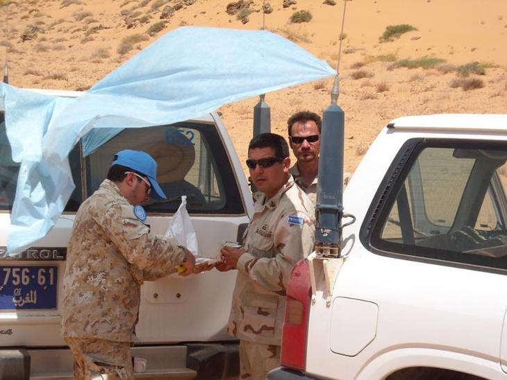 شرطي مرور يوقف سيارة لبعثة المينورسو بمدينة العيون ويلزمها بدفع غرامة مالية