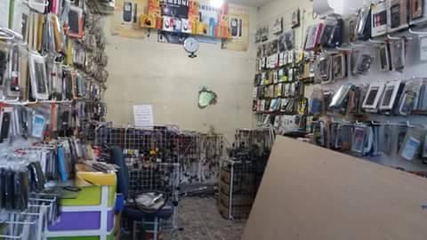 مجهولون يفتحون ثقبا بمحل لبيع الهواتف المحمولة ويستحوذون على محتوياته ضواحي مراكش