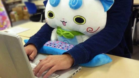 وسادة لإراحة مستخدم الكمبيوتر... اختراع ياباني جديد