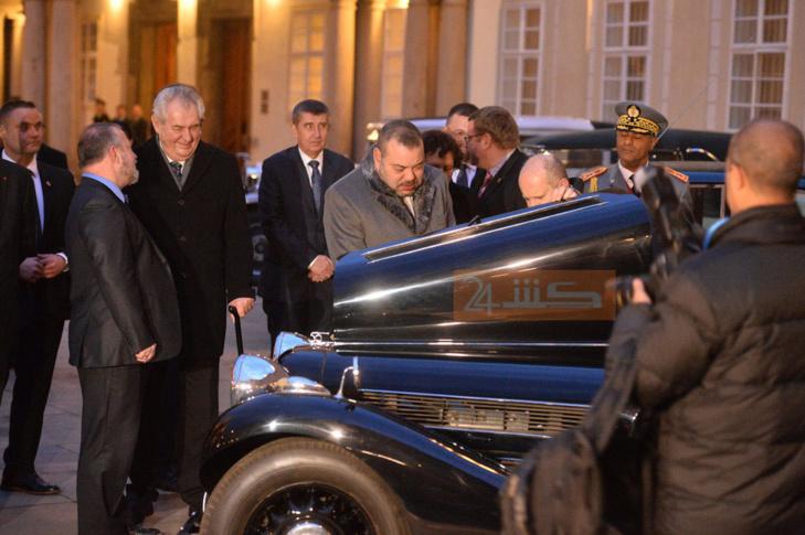الرئيس التشيكي يهدي الملك خمس سيارات تاريخية + صور حصرية