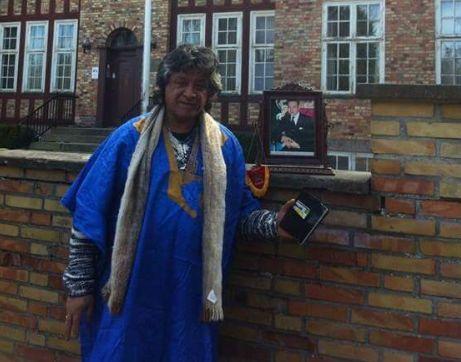العلوي حارس الكوكب المراكشي السابق يحتج رفقة عائلته ضد تصريحات بان كيمون بالدانمارك