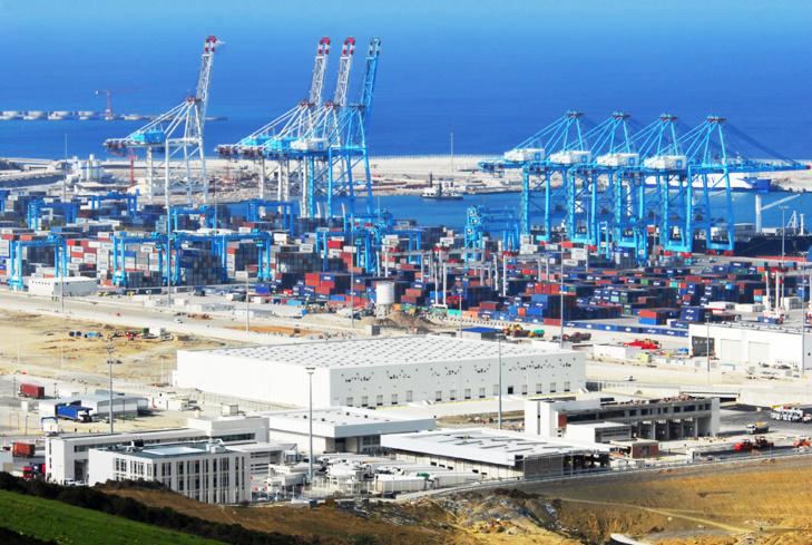 الفايننشال تايمز البريطانية تبرز الحضور المينائي والبنكي المغربي عالميا