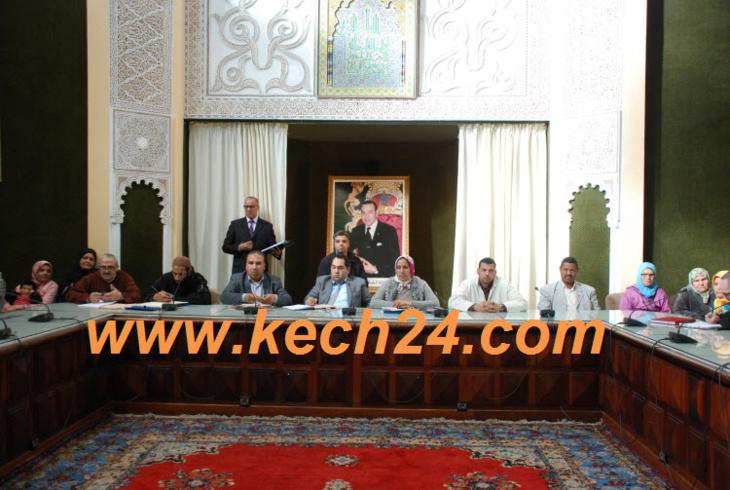 بنسليمان يستمع لقضايا واقتراحات ساكنة ملحقة باب تاغزوت بمقاطعة مراكش المدينة + صور