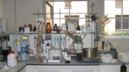 المصالح الامنية تضبط استعمالات المواد الكيماوية بمختبرات المدارس بسبب الارهاب