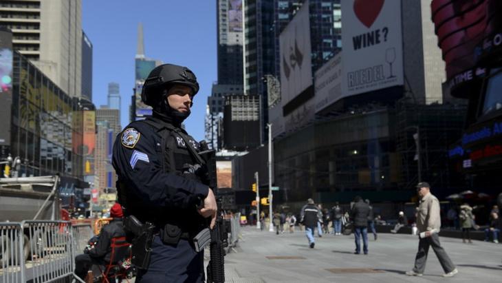 البوليس الأمريكي يعتقل رجلا استعار فيلما كوميديا منذ 14 عاما ولم يعده