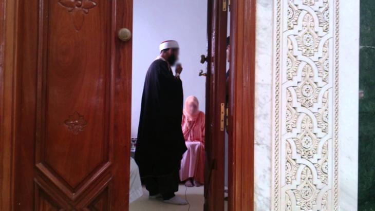إمام مسجد يؤجل إعلان مواطنة إنجليزية لإسلامها لهذا السبب