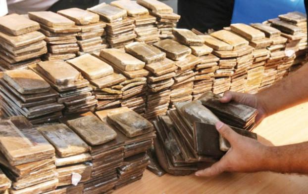 المصالح الأمنية تحجز 238 كلغ من مخدر الحشيش داخل مسكن بمدينة أكادير