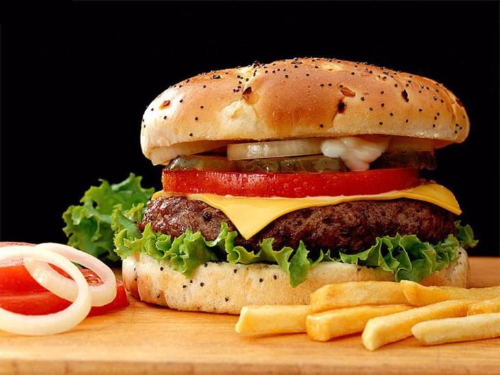 هذه 7 أطعمة نتناولها يومياً تدمر المخ وتسبب الغباء