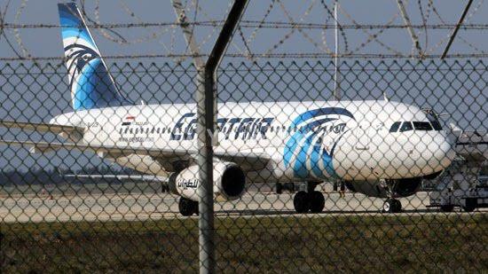 هذا ما يطالب به مختطف الطائرة المصرية التي كان على متنها أزيد من 60 راكبا + صورة للطائرة المختطفة