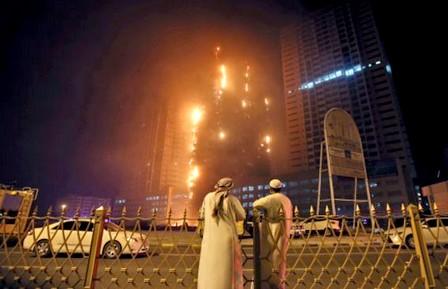 الإمارات..حريق في برجين سكنيين وأنباء عن إصابة خمسة أشخاص