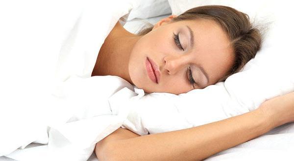 أطعمة ومشروبات تجعلك تستغرق في النوم بسهولة