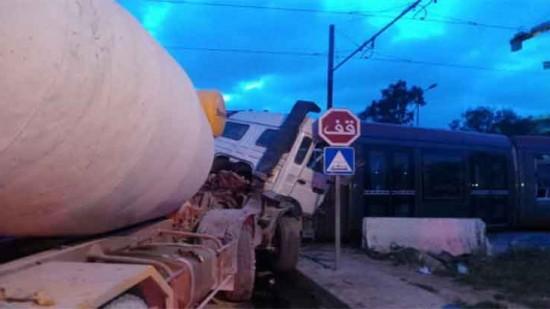 إصابة 24 شخصا بجروح إثر اصطدام شاحنة بعربة الطرامواي بالدار البيضاء