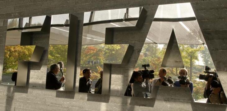 الفيفا يعاقب أربعة أندية عالمية لمخالفتها شروط التعاقد مع اللاعبين