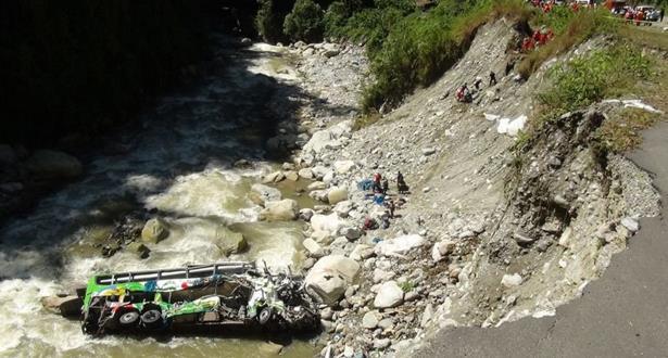 مقتل 24 شخصا إثر سقوط حافلة ركاب في منحدر في البيرو
