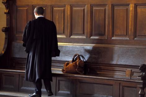 فرقة خاصة من الدرك تستمع الى محامين متهمين بتلقي رشاوي