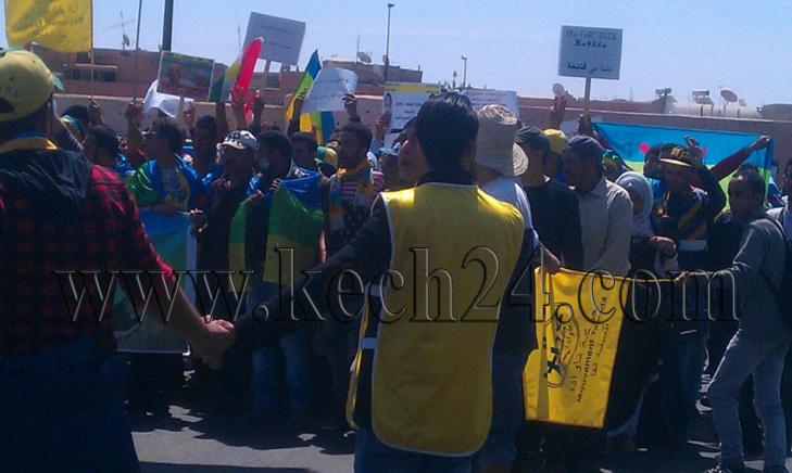 علم الاكراد والامازيغ يرفرفان بمراكش في مسيرة احتجاجية للحركة الثقافية الامازيغية + صور