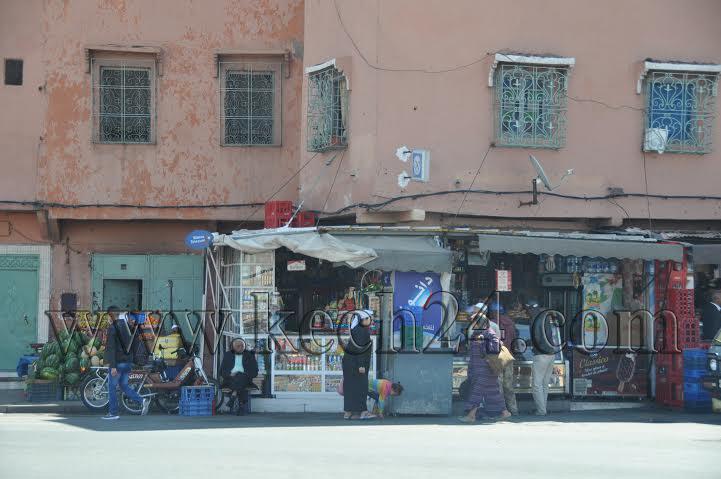 محل تجاري بسيدي يوسف بن علي يحتل الملك العام ويبيع السجائر بدون ترخيص