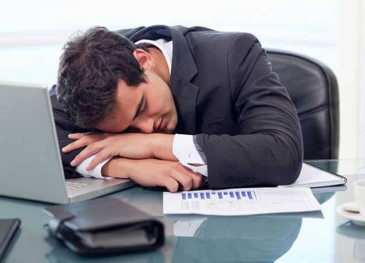 5 دقائق راحة كل ساعة قد تنقذ الموظف من الموت