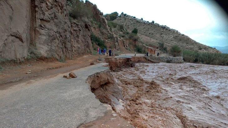 ارتفاع منسوب المياه يقطع الطرق الرابطة بين مراكش وهذه المدن