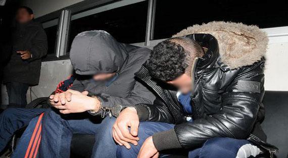 إيقاف شخصين متورطين في سرقة السيارات من نوع