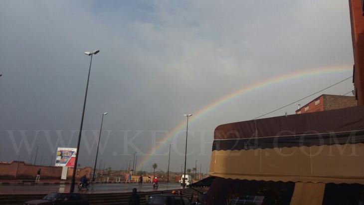 قوس قزح يزين سماء مراكش بعد عشية ممطرة + صورة