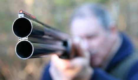شبكة إجرامية تطلق النار على عناصر الشرطة بواسطة بندقية صيد