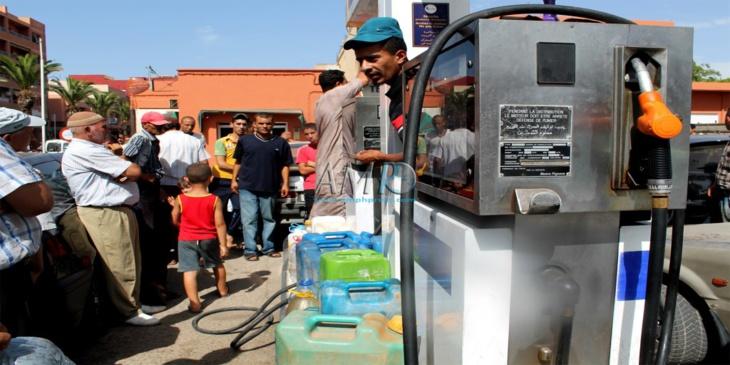محطات الوقود تهدد بشل القطاع بسبب إضراب العمال