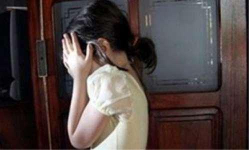 قاصر يغتصب ثلاث طفلات ويتسبب في حمل إحداهن