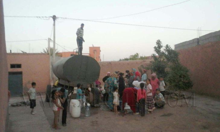 العطش يدفع بساكنة دوار أهل حَيمد بجماعة سعادة نواحي مراكش للإحتجاج + صور