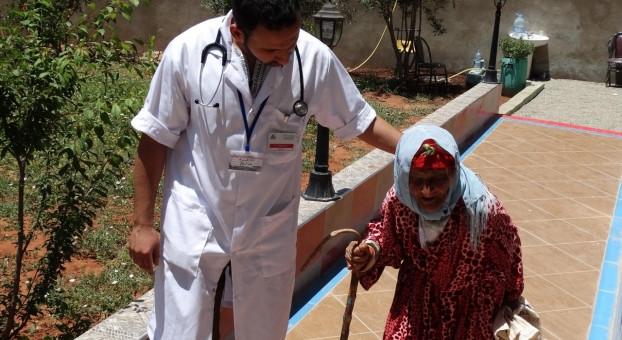 130 شخصا من أسر معوزة يستفيدون من قافلة طبية بالصويرة