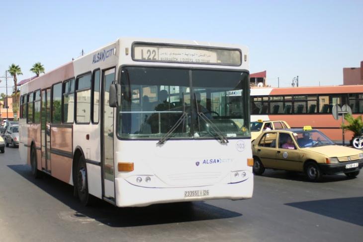 عاجل: مراهقون يرشقون حافلة