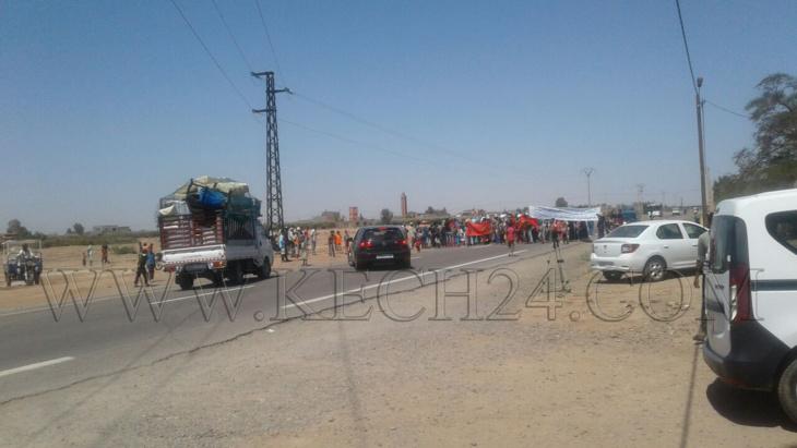 مواطنون يقطعون الطريق بعدما إستبدَّ بهم العطش بجماعة سعادة نواحي مراكش + صور