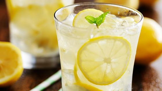لهذا يجب أن تتناولوا مشروب الماء بالليمون خلال وجبة الإفطار في رمضان