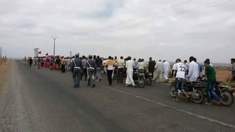 ساكنة حي أيت مولاي علي بجماعة أيت فاسكا تخوض مسيرة العطش باتجاه عمالة الحوز + صور
