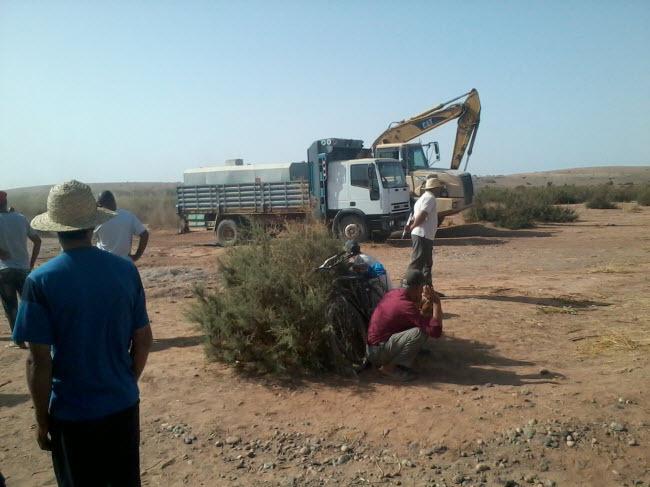 حقوقيو مراكش يطالبون بوقف مقلع للرمال أنشأته إحدى المقاولات على وادي تانسيفت
