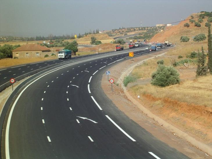 مواطنون يطالبون بتعويضهم عن أراضيهم التي اخترقها الطريق السيار نواحي مراكش