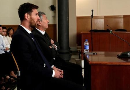 برشلونة يطلق حملة لمساندة ميسي بعد الحكم بحبسه
