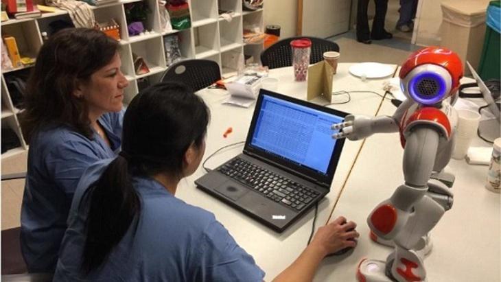 روبوتات تتدرب على إدارة أقسام التوليد بالمستشفيات