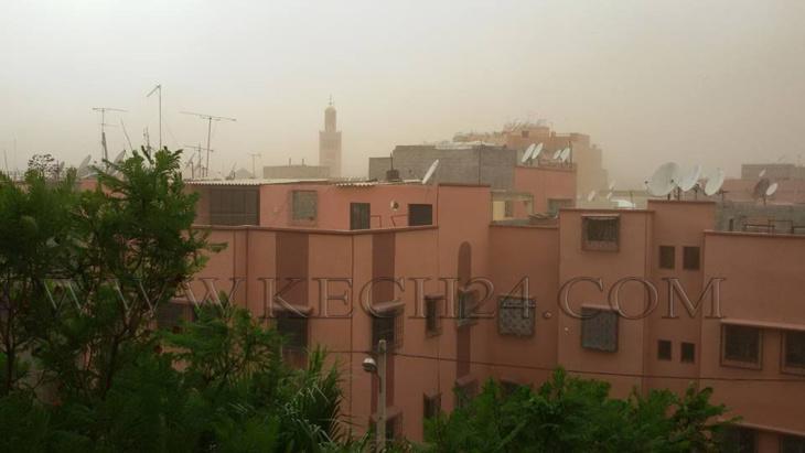 عاجل: عاصفة من الغبار تجتاح مراكش بعد يوم حار + صورة