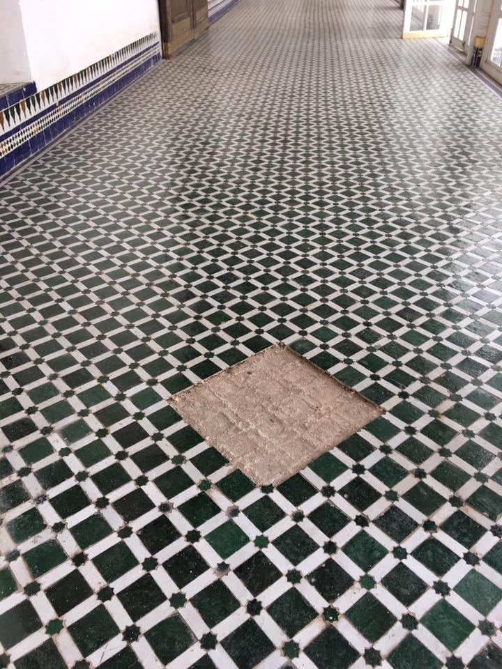 ظهورعيوب في أرضية قصر الباهية بمراكش أيام بعد إنتهاء ترميمه وإفتتاحه في وجه العموم+ صور