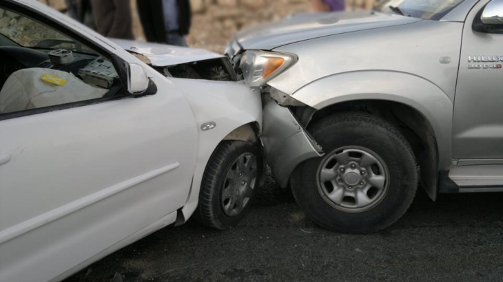 عاجل: إصطدام سيارتين تقودهما امرأتين بحي المشور القصبة بمراكش