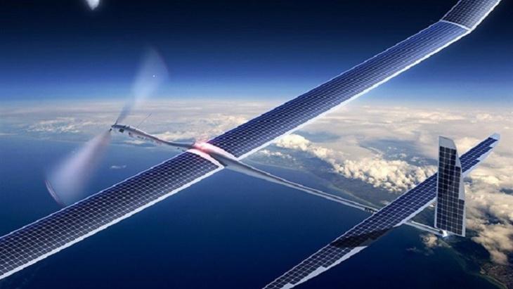 فيسبوك تختبر طائرة بلا طيار تُرسل الانترنت بشعاع الليزر