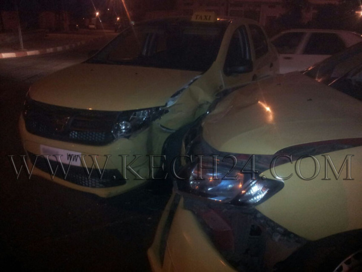 إصطدام سيارتي أجرة صغيرة بشارع أبوبكر الصديق بمراكش + صورة