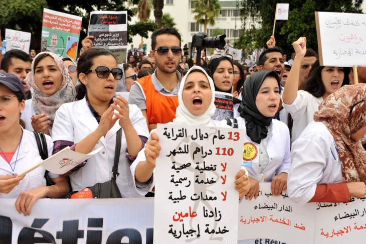 طلبة الطب العام وطب الأسنان يحتجون بمراكش بسبب عدم توصلهم بالتعويضات عن الخدمة