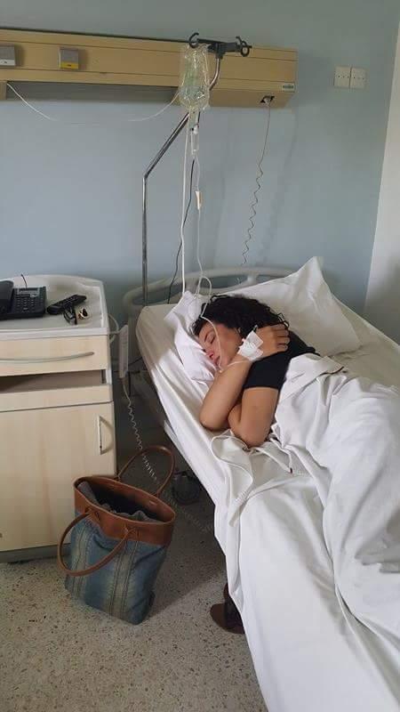 نقل لبنى أبيضار لتلقي العلاج بعد فقدانها للوعي بمطار مراكش + صور