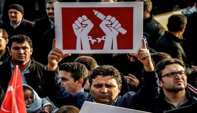 أردوغان يصدر أوامره باعتقال 42 صحفياً عقب محاولة الإنقلاب