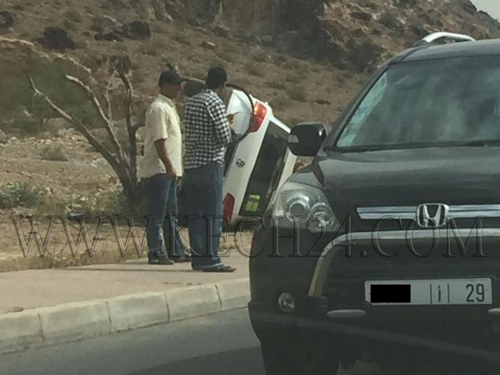 انقلاب سيارة خفيفة بحي بين لقشالي بمراكش + صور
