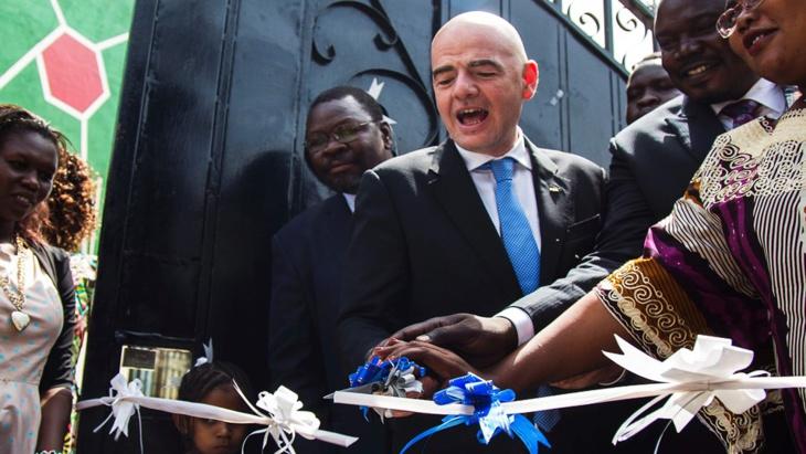 """رئيس """"الفيفا"""" يدعم زيادة مقاعد إفريقيا في المونديال"""